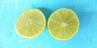 Fruto do limão cortado Fotos de Stock Royalty Free