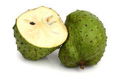 Fruto e cortes do Soursop fotos de stock royalty free