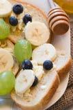 Fruto e mel no pão Imagem de Stock Royalty Free