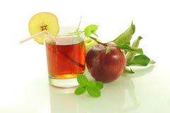 Fruto e suco frescos da maçã Foto de Stock
