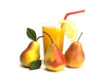 Fruto e suco isolados no fundo branco Imagem de Stock