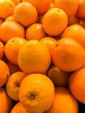 Fruto fresco de muitas laranjas fotos de stock royalty free