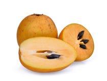 Fruto fresco do sapodilla isolado no branco imagens de stock royalty free