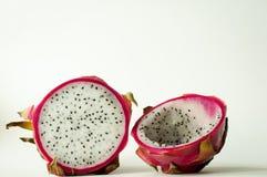 Fruto inteiro e meio fresco do dragão Fotos de Stock