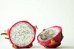 Fruto inteiro e meio fresco do dragão Imagem de Stock
