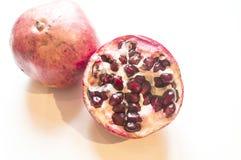 Fruto maduro da romã com metade Fotos de Stock Royalty Free