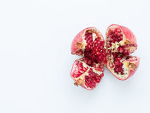 Fruto maduro da romã em um fundo branco Foto de Stock Royalty Free