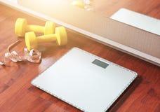 Fruto, peso e escala, queimadura gorda e conceito da perda de peso Foto de Stock