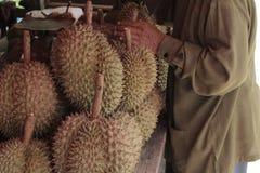 Fruto quente dos durians da compra em Tailândia Imagem de Stock