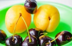 Fruto saboroso em uma placa Fotografia de Stock