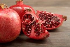 Fruto suculento da romã imagens de stock