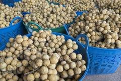 Fruto tropical de wollongong em uma cesta pronta para a venda Fotografia de Stock Royalty Free