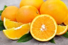 Frutos alaranjados colhidos suculentos do verão imagens de stock