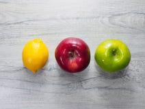 Frutos amarelos, vermelhos, verdes Fotos de Stock Royalty Free