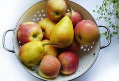 frutos brancos do doce do close-up do fundo das peras das maçãs Fotografia de Stock Royalty Free