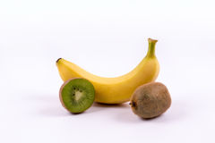 Frutos da banana e de quivi em um fundo branco Imagens de Stock