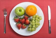 Frutos da mistura no conceito saudável da nutrição da placa Imagem de Stock
