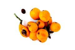 Frutos da nêspera ou do loquat isolados em um fundo branco Fotografia de Stock Royalty Free