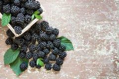 Frutos deliciosos em um fundo de madeira Foto de Stock Royalty Free