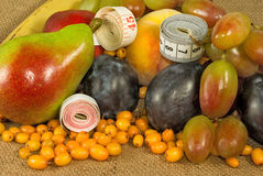 Frutos diferentes e centímetros Imagens de Stock