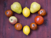 Frutos do inverno na tabela de madeira Fotos de Stock