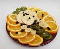 Frutos em uma placa fotos de stock
