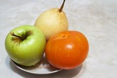 Frutos em uma placa Imagens de Stock