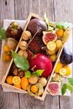 Frutos exóticos em uma caixa de madeira Imagens de Stock Royalty Free
