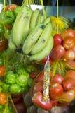 Frutos frescos coloridos na venda no mercado de frutos, Brasil fotografia de stock royalty free