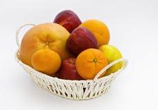Frutos frescos em uma cesta Foto de Stock Royalty Free