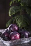 Frutos frescos em uma placa transparente Imagens de Stock Royalty Free