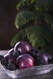 Frutos frescos em uma placa transparente Fotos de Stock Royalty Free