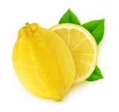 Frutos isolados do limão do corte com folhas Fotografia de Stock Royalty Free