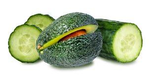 Frutos isolados Ing dos cosméticos das fatias do fruto e do pepino de abacate Foto de Stock Royalty Free