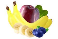 Frutos isolados Mirtilos, maçã e banana isolados no branco Foto de Stock