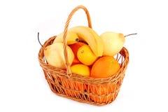 Frutos na cesta imagens de stock