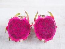 Frutos roxos cortados do dragão fotos de stock royalty free