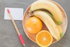 Frutos saudáveis com laranjas e bananas Imagens de Stock Royalty Free