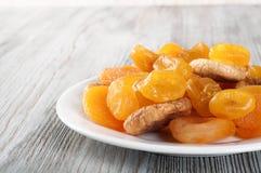 Frutos secados na placa branca Imagem de Stock