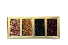 Frutos secos e caixa de presente das porcas Imagens de Stock Royalty Free