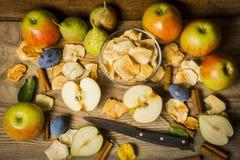 Frutos secos na mesa de cozinha de madeira Imagens de Stock Royalty Free