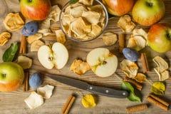 Frutos secos na mesa de cozinha de madeira Imagens de Stock