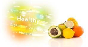 Frutos suculentos coloridos com texto e sinais saudáveis Fotos de Stock Royalty Free