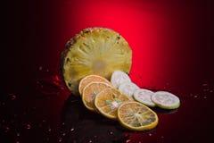 Frutos tropicais com fundo da cor Imagem de Stock Royalty Free