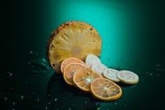 Frutos tropicais com fundo da cor Imagens de Stock Royalty Free