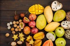 Frutos tropicais tailandeses sortidos imagens de stock