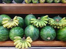 Frutos verdes de formas e de tamanhos diferentes Imagem de Stock Royalty Free