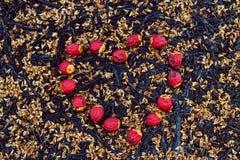 Frutos vermelhos do batom na forma do coração Fotos de Stock Royalty Free