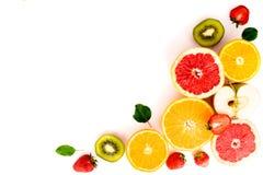 Frutta affettata su fondo bianco, isolato Fotografia Stock
