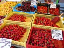 Frutta al servizio immagine stock